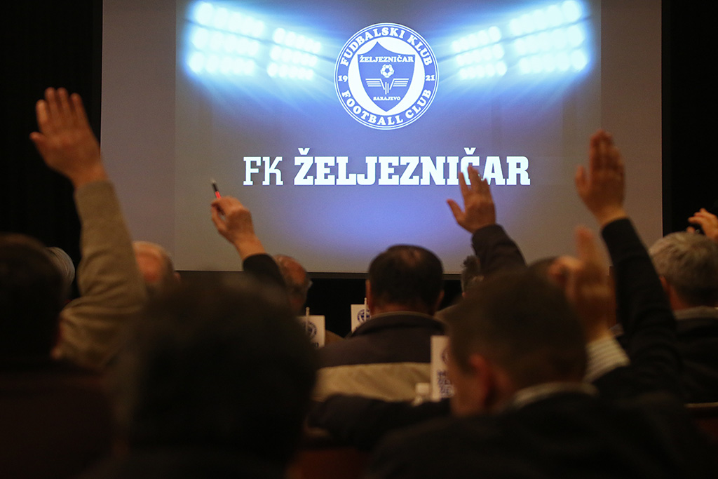 U martu je održana jedna od najbitnijih sjednica u historiji Kluba na kojoj je prihvaćen novi statut Kluba. Foto: Damir Hajdarbašić, fkzeljeznicar.ba